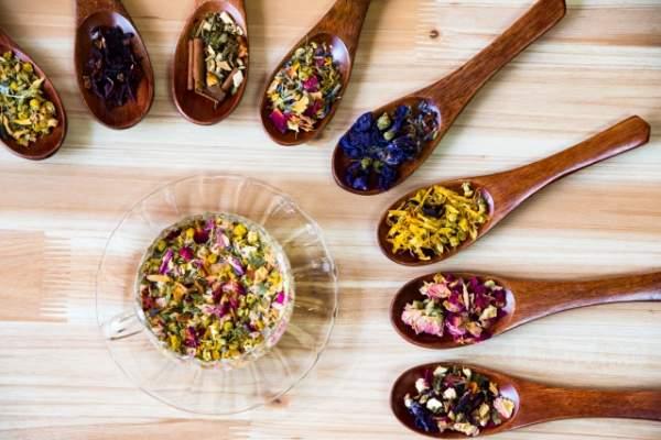 漢方薬とハーブのイメージ
