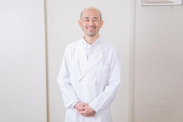 広島の漢方薬局の先生写真